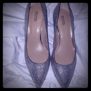 Michael Kors metallic pumps